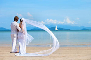 mariage-new-couples-on-the-beach